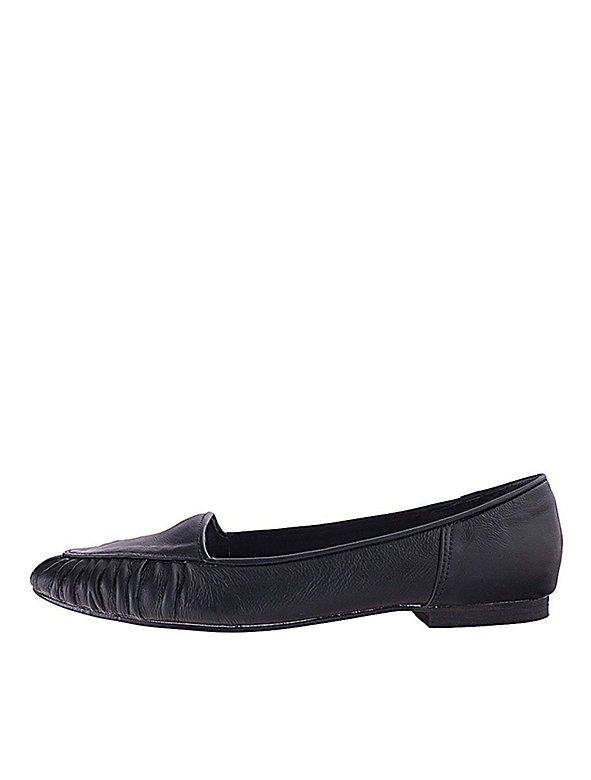 Pleated Loafer