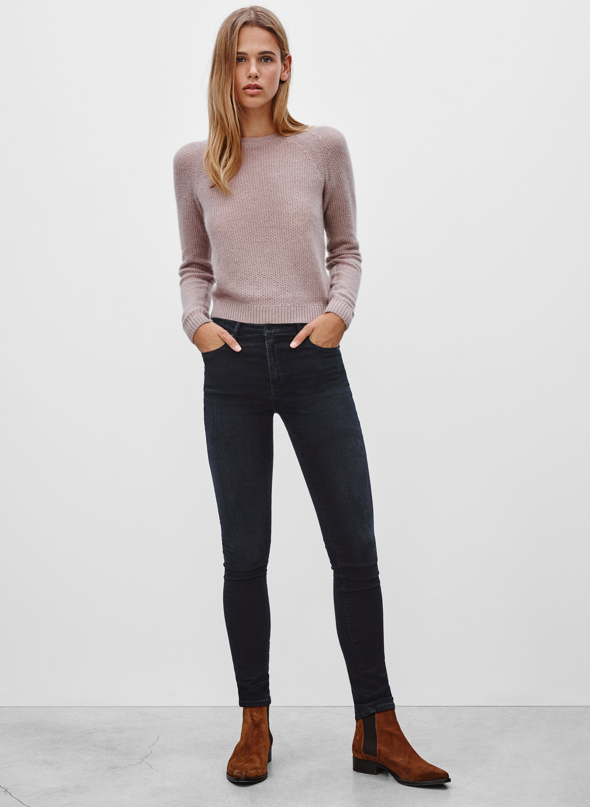 What are some clothing products that Aritzia sells?