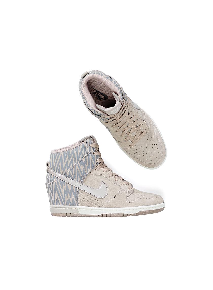 Nike DUNK SKY PRINT SNEAKER | Aritzia