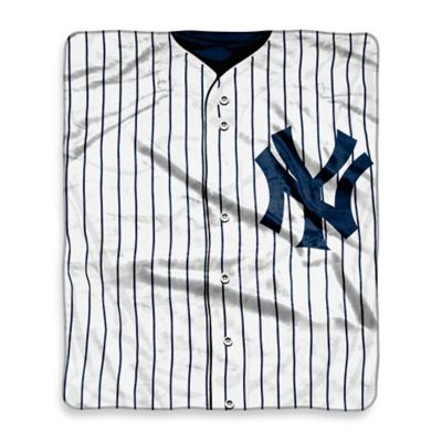 MLB New York Yankees Retro Raschel Throw Blanket