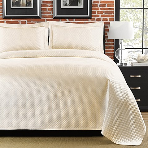 Diamante Matelasse Coverlet in Ivory