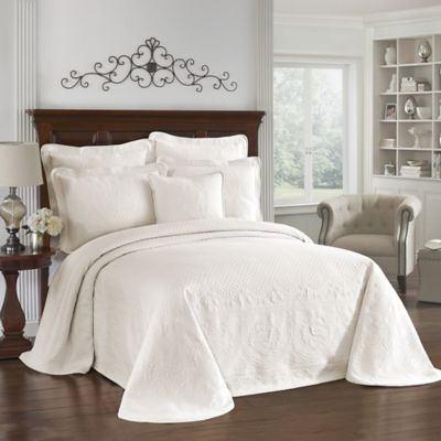 King Charles Matelasse Full Bedspread in Ivory