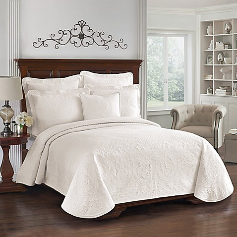 King Charles Matelasse Queen Coverlet in Ivory