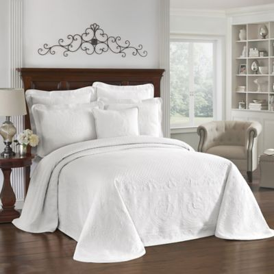 King Charles Matelasse Full Bedspread in White