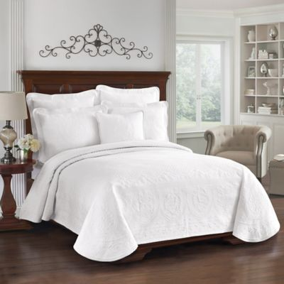 King Charles Matelasse Full Coverlet in White