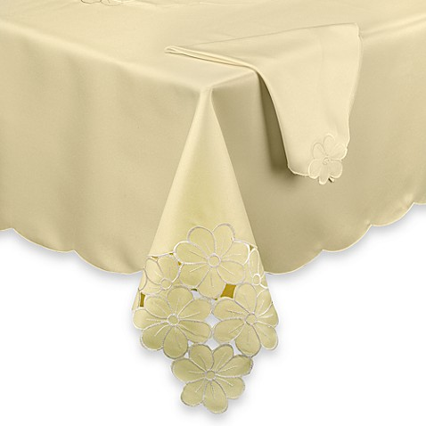 Daisy Scatter Tablecloth and Napkins