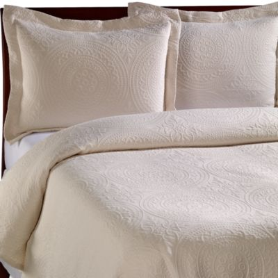 Vue Royal Medallion Matelasse Coverlet in Ivory