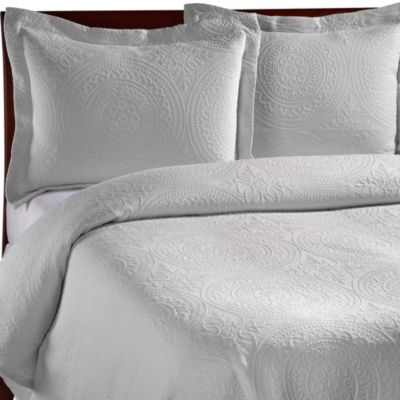 Vue™ Royal Medallion Matelasse Coverlet in White