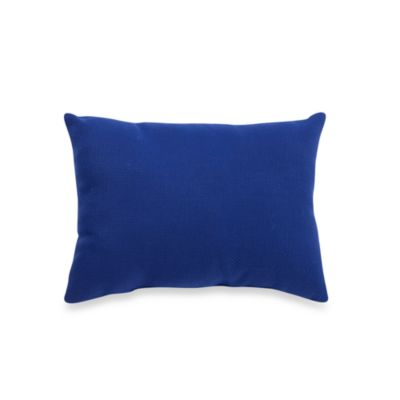 Indoor/Outdoor Oblong Knife Edge Throw Pillow in Cambria/Admiral