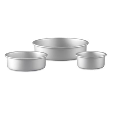 Wilton® Performance Pan™ 3-Piece Aluminum Round Bakeware Set