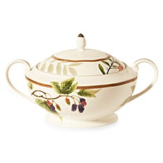 Noritake® Berries & Brambles 88-Ounce Casserole Bowl with Lid