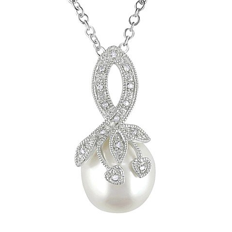 Sterling Silver FreshWater Pearl and .04 cttw Diamond Pendant w/Chain