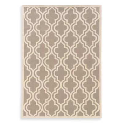 Linon Home Silhouette Collection 2-Foot x 3-Foot Quatrefoil Rug in Grey/White