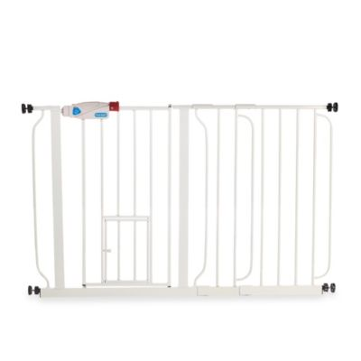 Carlson™ Extra Wide Gate with Pet Door