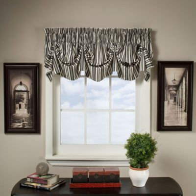 Gabrielle 16-Inch Tucked Pleat Valance in Black