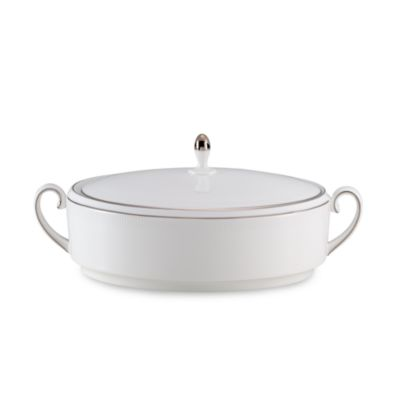 Vera Wang Wedgwood® Blanc Sur Blanc 1 1/2-Quart Covered Vegetable Dish