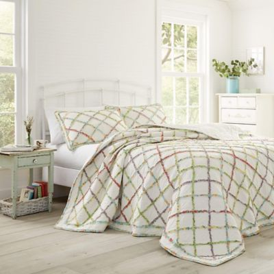 Laura Ashley® Ruffle Garden Twin Quilt in White/Multi
