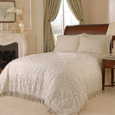 Medallion Chenille Queen Bedspread in Ivory
