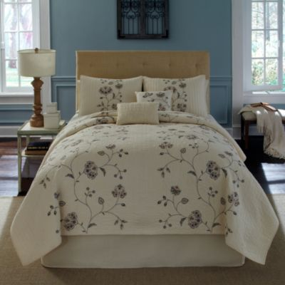 Nostalgia Home® Flowering Vine Twin Quilt