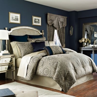 Croscill 4-Piece Queen Comforter