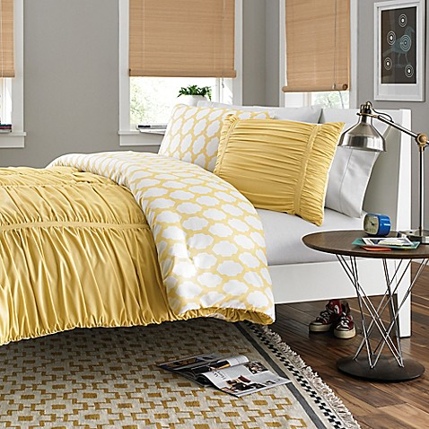 Reagan Reversible Twin/Twin XL Comforter Set in Pale Banana