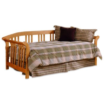 Hillsdale Dorchester Daybed with Suspension Deck and Roll-Out Trundle in Country Pine