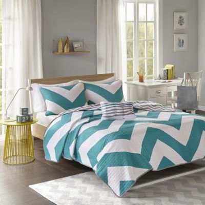 Libra Reversible Chevron Full/Queen Quilt Set in Blue/White