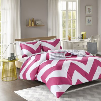 Libra Reversible Chevron Full/Queen Duvet Cover Set in Pink/White