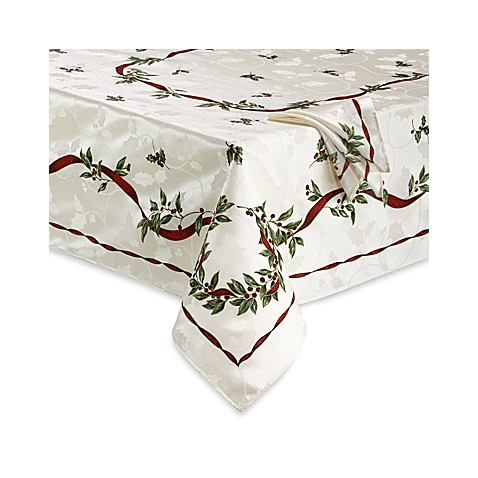 Christmas Laurel Tablecloth and 4-Pack of Napkins