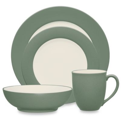 Colorwave Rim 4-Piece Place Setting in Green