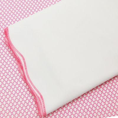 Oliver B 2-Piece Scallop Crib Bedding Set in Fuchsia/White