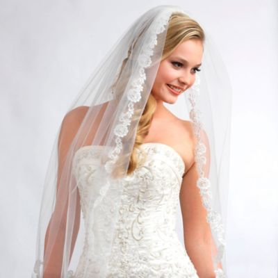 Angelic French Lace Fingertip-Length 1-Layer Bridal Veil in Ivory
