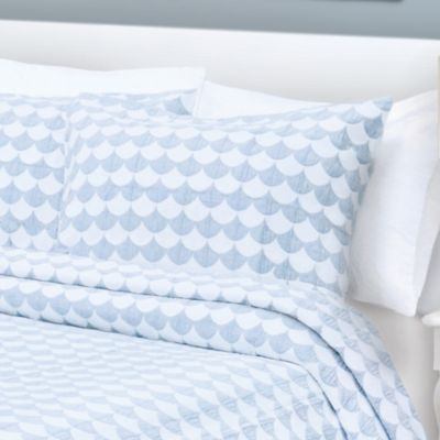 Finley Standard Pillow Sham in Blue/White