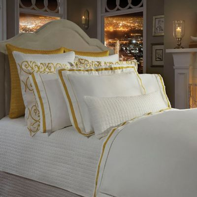 Downtown Company Chelsea Queen Duvet Cover in Ivory/Nappel Gold