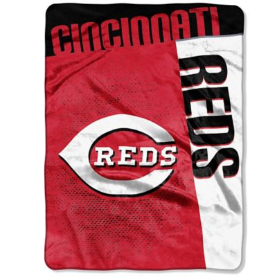 MLB Cincinnati Reds Strike Raschel Oversized Throw Blanket