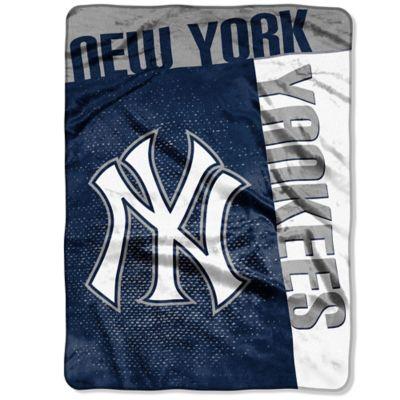 MLB New York Yankees Strike Raschel Oversized Throw Blanket