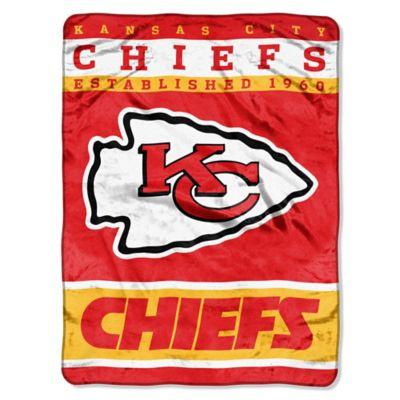 NFL Kansas City Chiefs Strike Raschel Oversized Throw Blanket