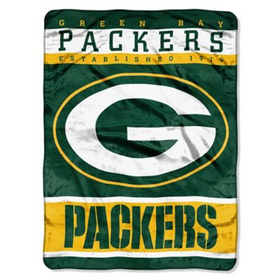 NFL Green Bay Packers Strike Raschel Oversized Throw Blanket