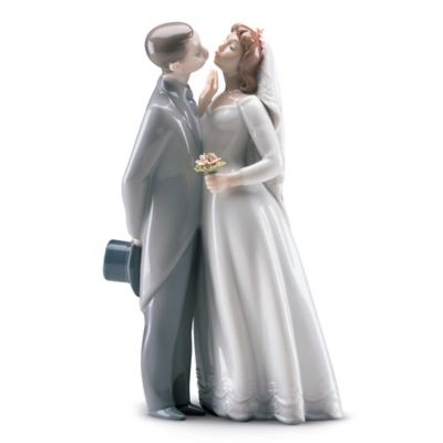 Lladro A Kiss to Remember Porcelain Figurine