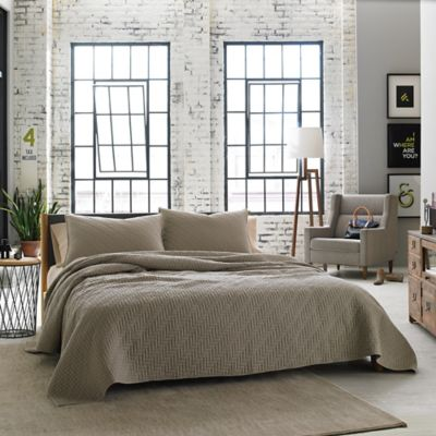 Kenneth Cole Reaction Home Horizon Full/Queen Coverlet in Oatmeal