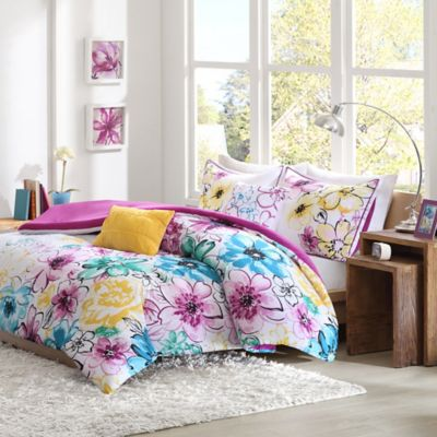 Olivia Reversible Full/Queen Comforter Set in Fuchsia