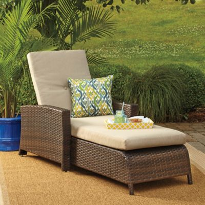 Barrington Wicker Padded Chaise Lounge in Blue