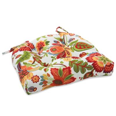 Outdoor Tufted Cushion with Ties in Telfair Red