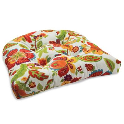 Outdoor Tufted Cushion in Telfair Red