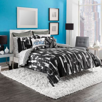 Steve Madden® Shana Reversible Twin Comforter Set in Black/White