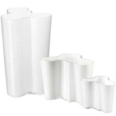 Iittala Alvar Aalto 9.75-Inch Finlandia Vase in White