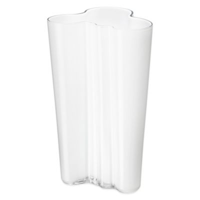 Iittala Alvar Aalto 7.75-Inch Finlandia Vase in White