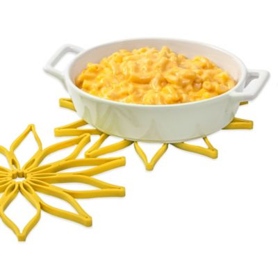 The Original Silicone Daisy Trivet in Yellow