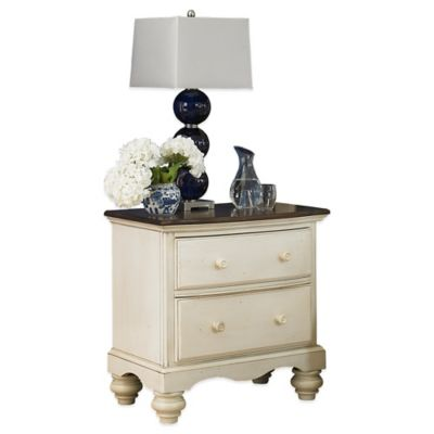 Hillsdale Pine Island Nightstand in Old White