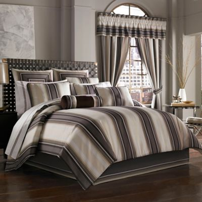 J. Queen New York™ Bennington Queen Comforter Set in Platinum